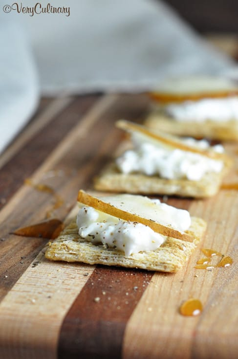 triscuits with cottage cheese pear and honey