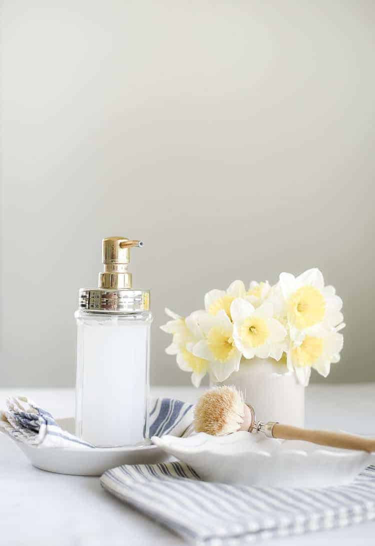 The magic of Castile soap and essential oils shouldn't be underestimated! This is the best DIY liquid hand soap I have found for creating an all-natural cleaning routine for your home!