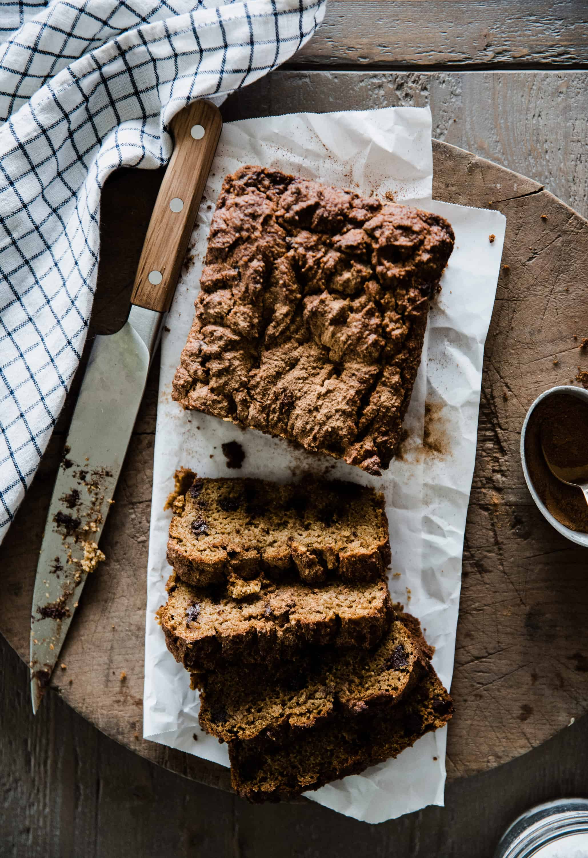 Looking for a delicious healthy pumpkin bread recipe? You'll love this healthy pumpkin bread sweetened with maple syrup and made with almond flour!