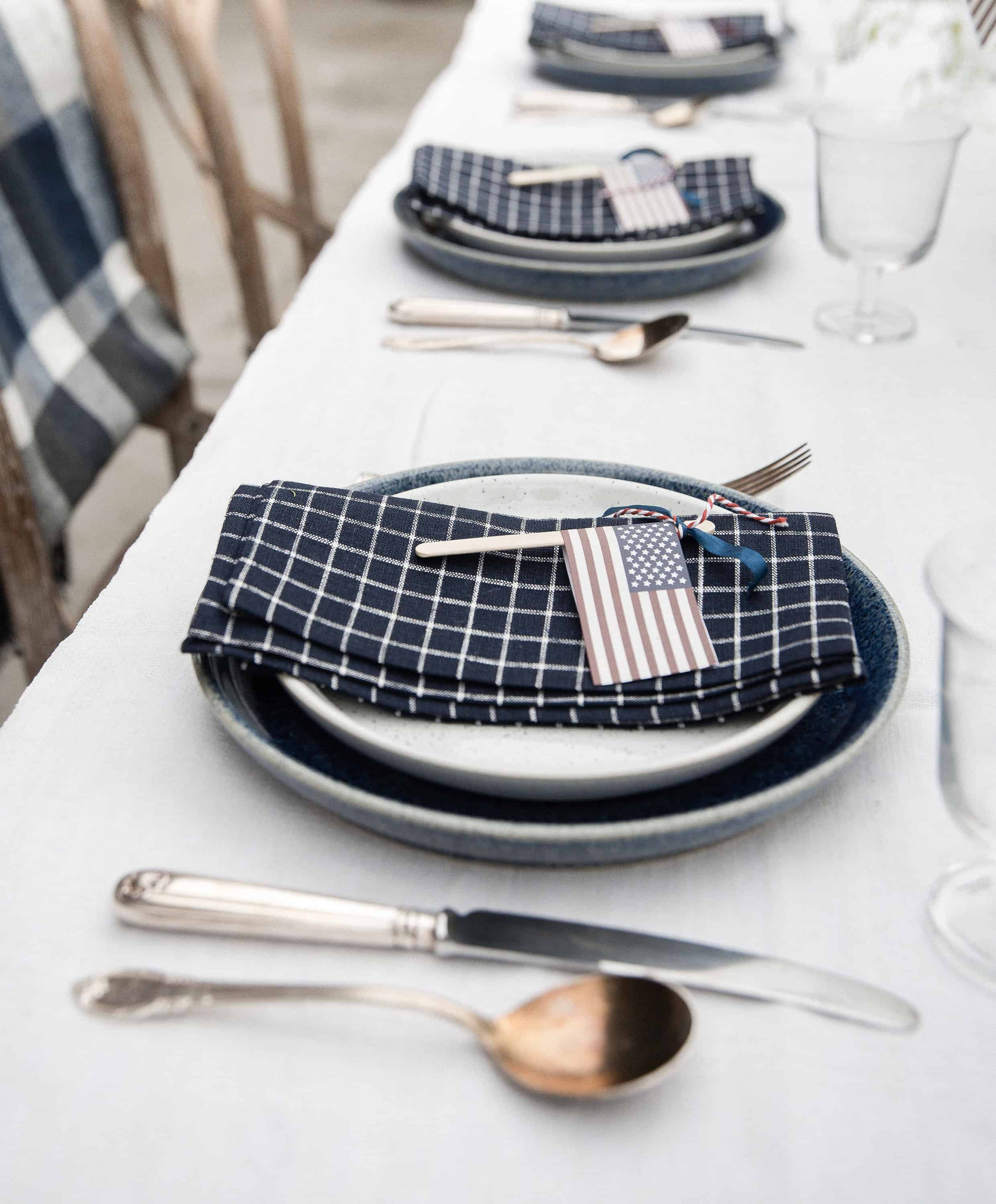 Get inspired for Fourth of July with this easy table decor and centerpiece idea!