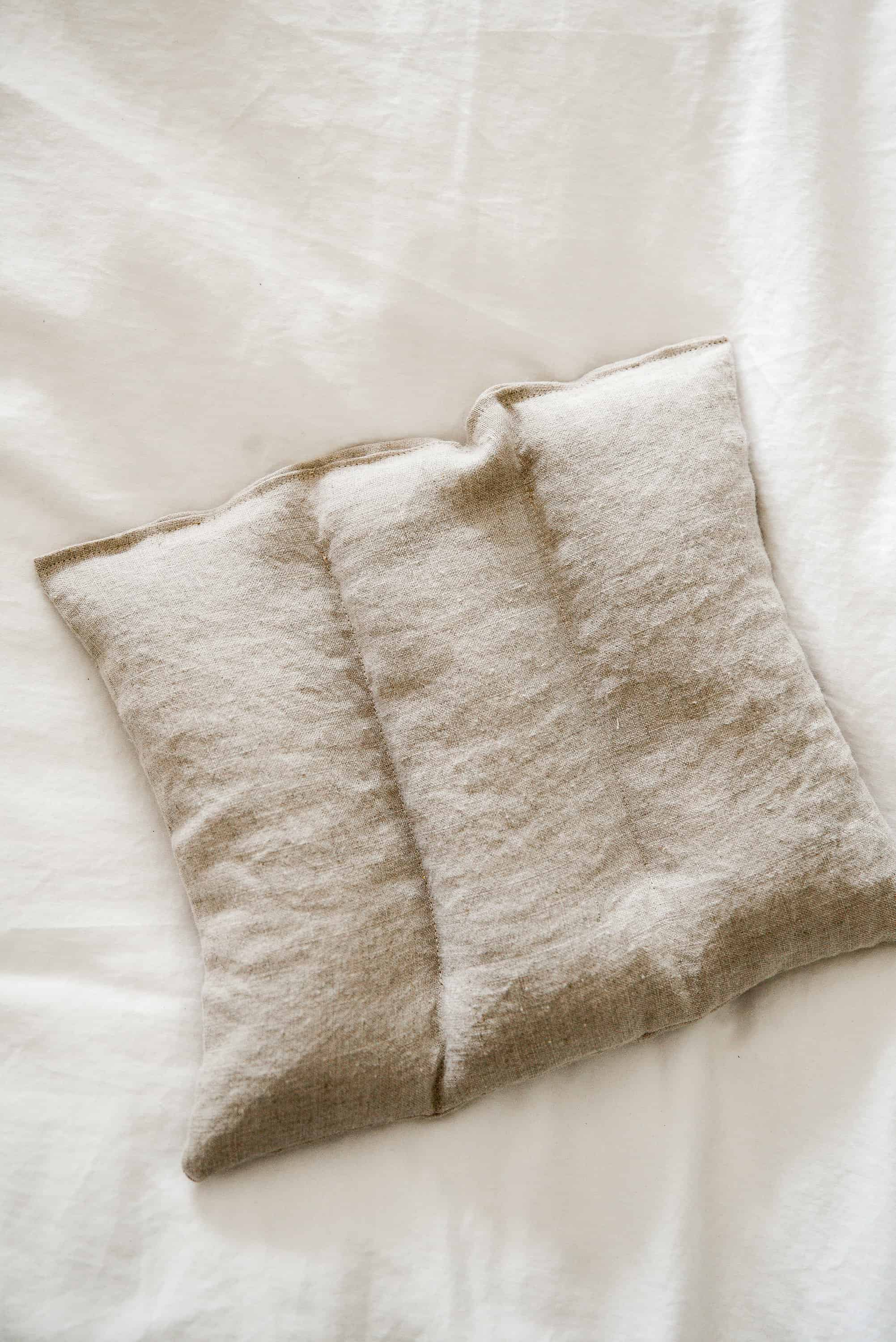 With just a little scrap fabric and some rice, you can make your own homemade rice heating pads in under 30 minutes! These pain relieving heating pads are filled with dried lavender and essential oil for the ultimate treat!