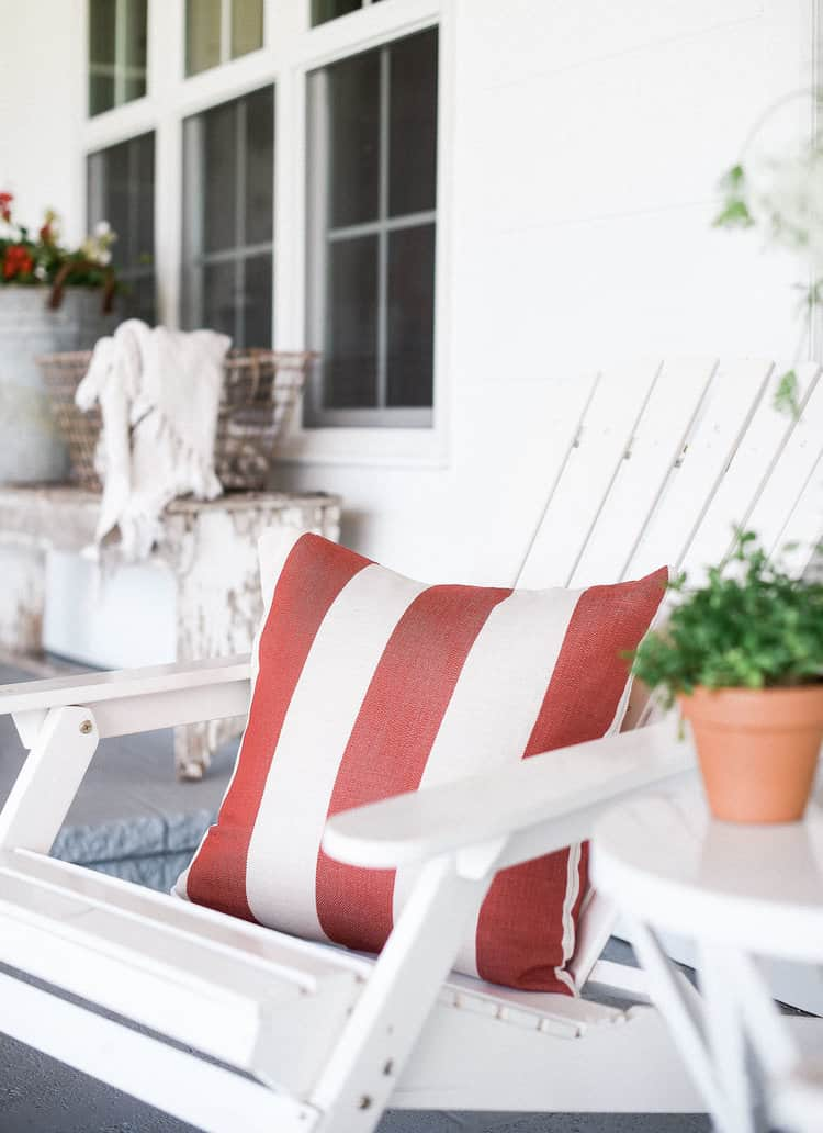 Try these easy 4th of July decorating ideas for your home! Use these simple tips to add a festive touch to your home this holiday season!