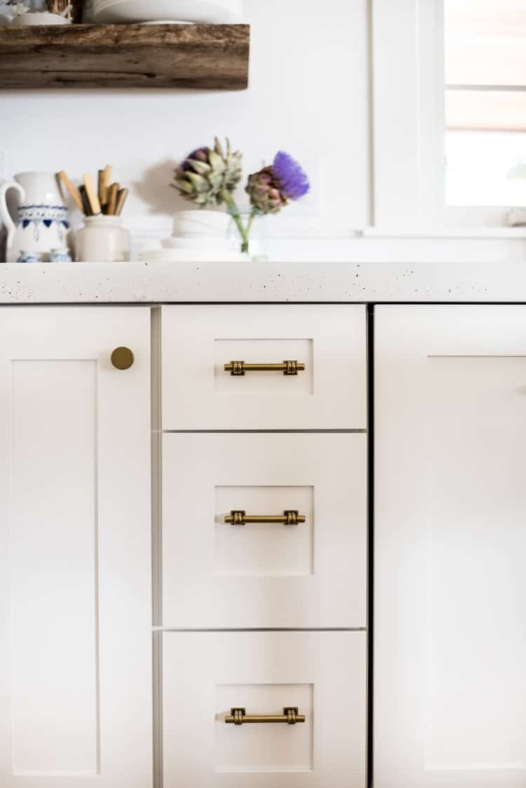 After months without it, we finally have cabinet hardware! We are loving these classic brass pulls from The Home Depot! #brasscabinethardware #kitchencabinets #kitchencabinethardware #modernfarmhousecabinethardware #kitchenremodel